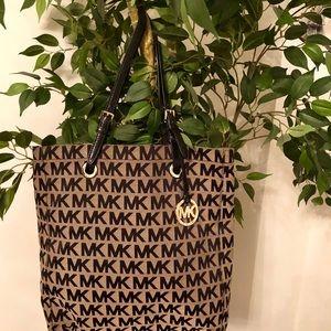 MICHAEL KORS signature tote bag.